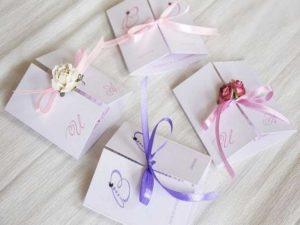 - пожелания с бракосочетанием с денежным подарком (конверты для денег).