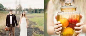 на фоне золотого пшеничного поля